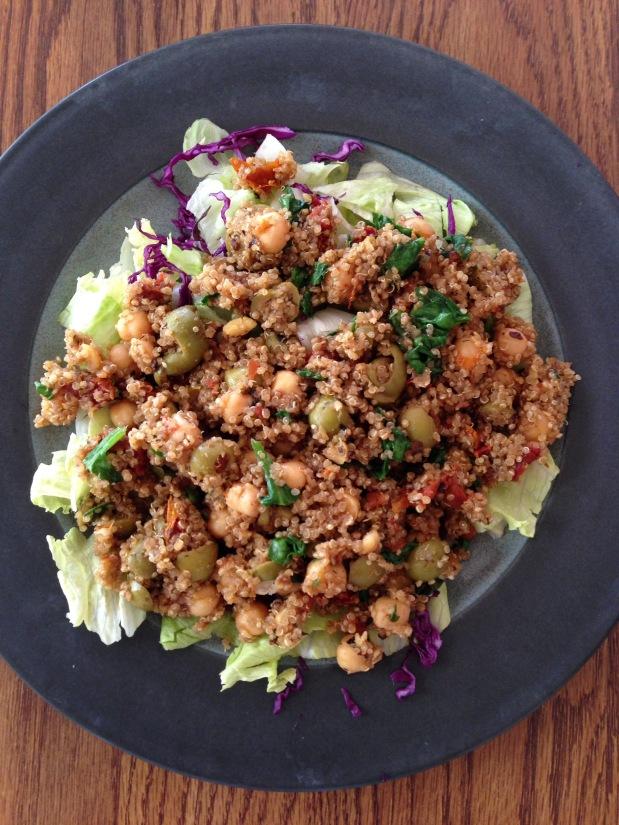 One-Pot Mediterranean Quinoa with Spinach +Chickpeas